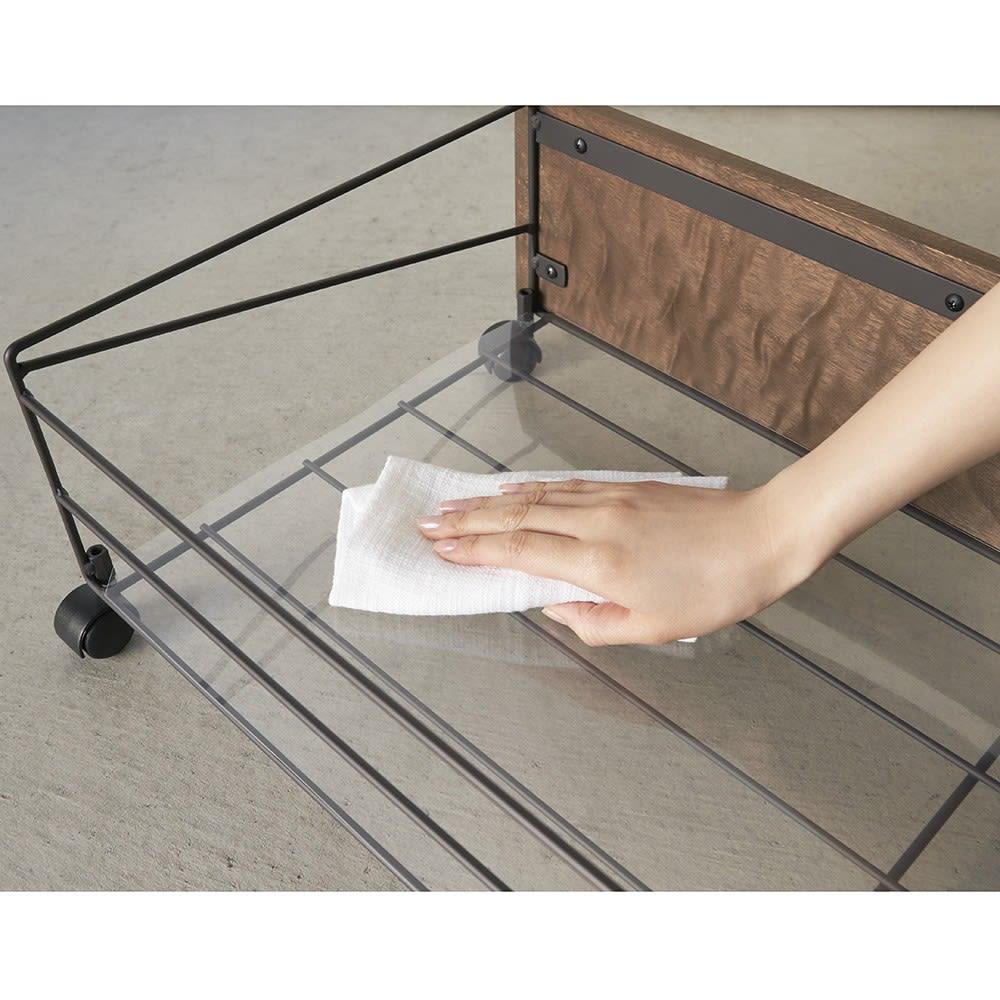 シューズボックス下ワゴン 収納庫 透明シートは水洗いも可能でお手入れ簡単です。