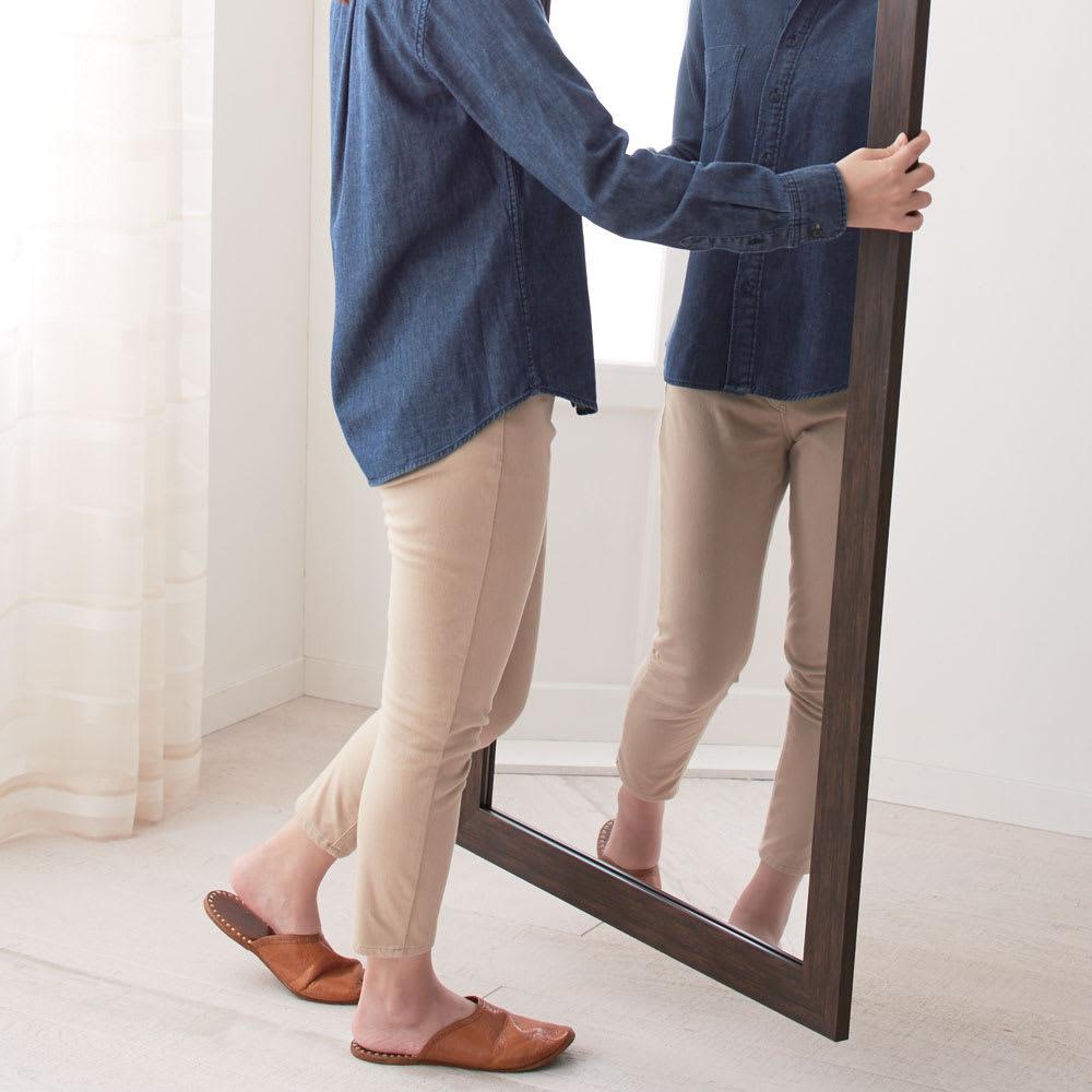 割れない軽量フィルムミラー 姿見 木目調フレーム 約71×161cm 重さはガラス製鏡の約1/6。持ち運びも簡単。