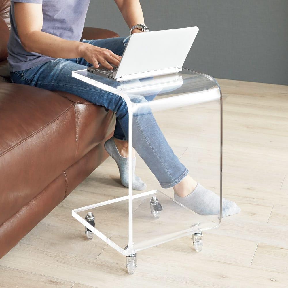 Gel/ジェル アクリルキャスター付きサイドテーブル 幅35cm高さ58.5cm インテリアを邪魔せず、好きな場所で使えます。
