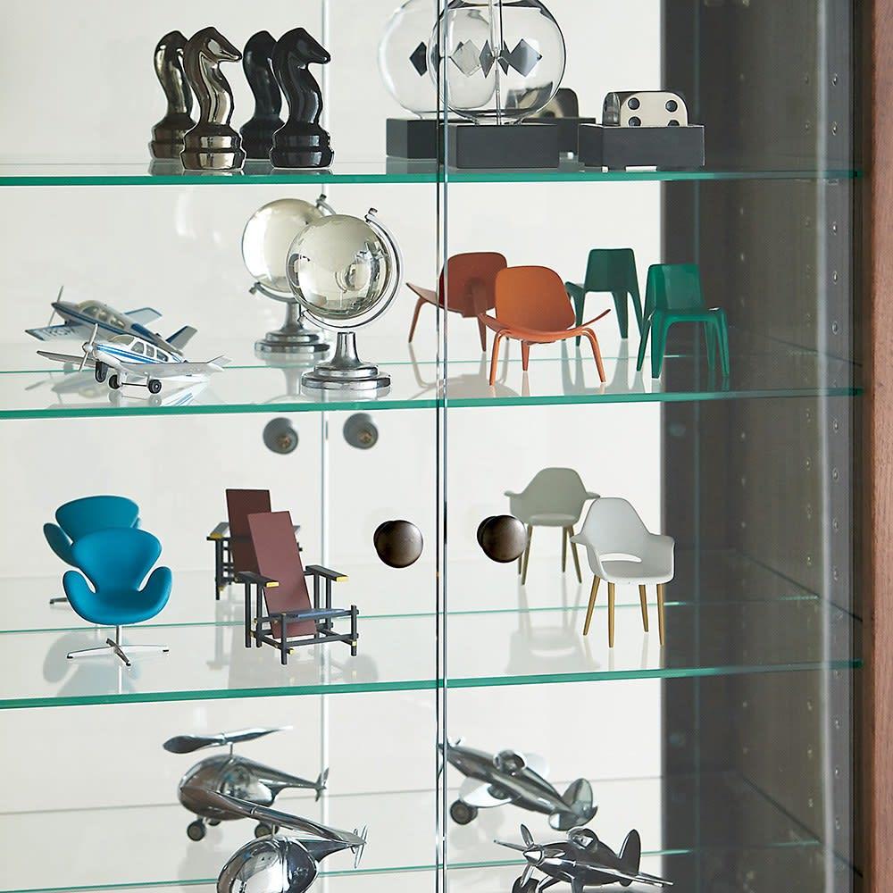 Taide/タイデ 天然木卓上キュリオケース 幅40cm高さ60cm コレクションを引き立てる、ガラス棚とミラーに上質感あふれる天然木の扉枠と取っ手が魅力。取っ手はつまみやすくディスプレイを邪魔しないシンプルな形。