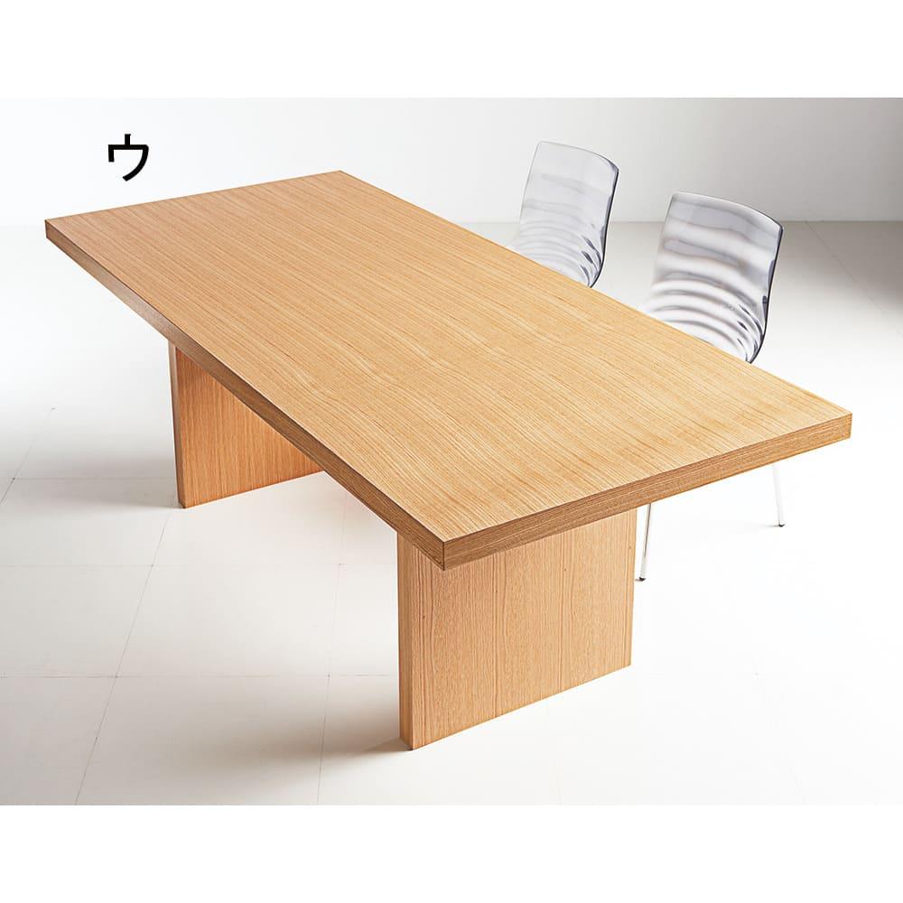 Multi マルチダイニングテーブル パネルレッグタイプ 幅160cm コーディネート例:ナチュラル ヨーロピアンオークの上品な木目で優しい色合いのナチュラル。写真は幅200cmタイプです。