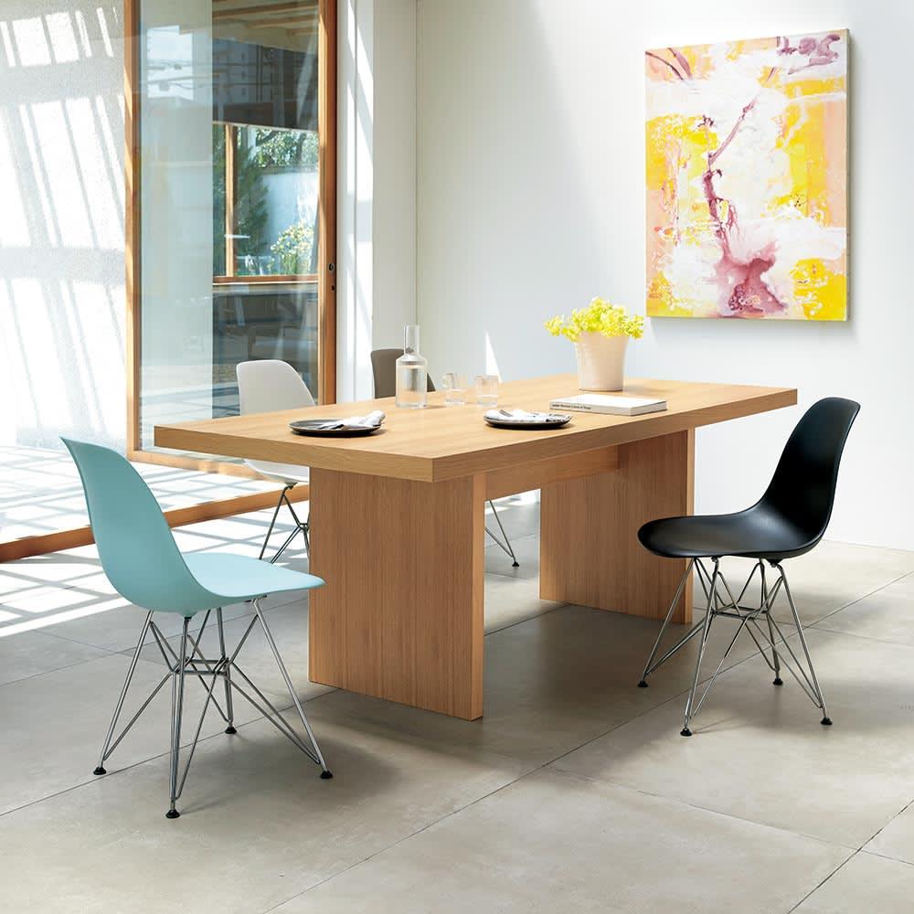 Multi マルチダイニングテーブル パネルレッグタイプ 幅160cm オーク・パネルレッグ イームズチェアとのコーディネート例