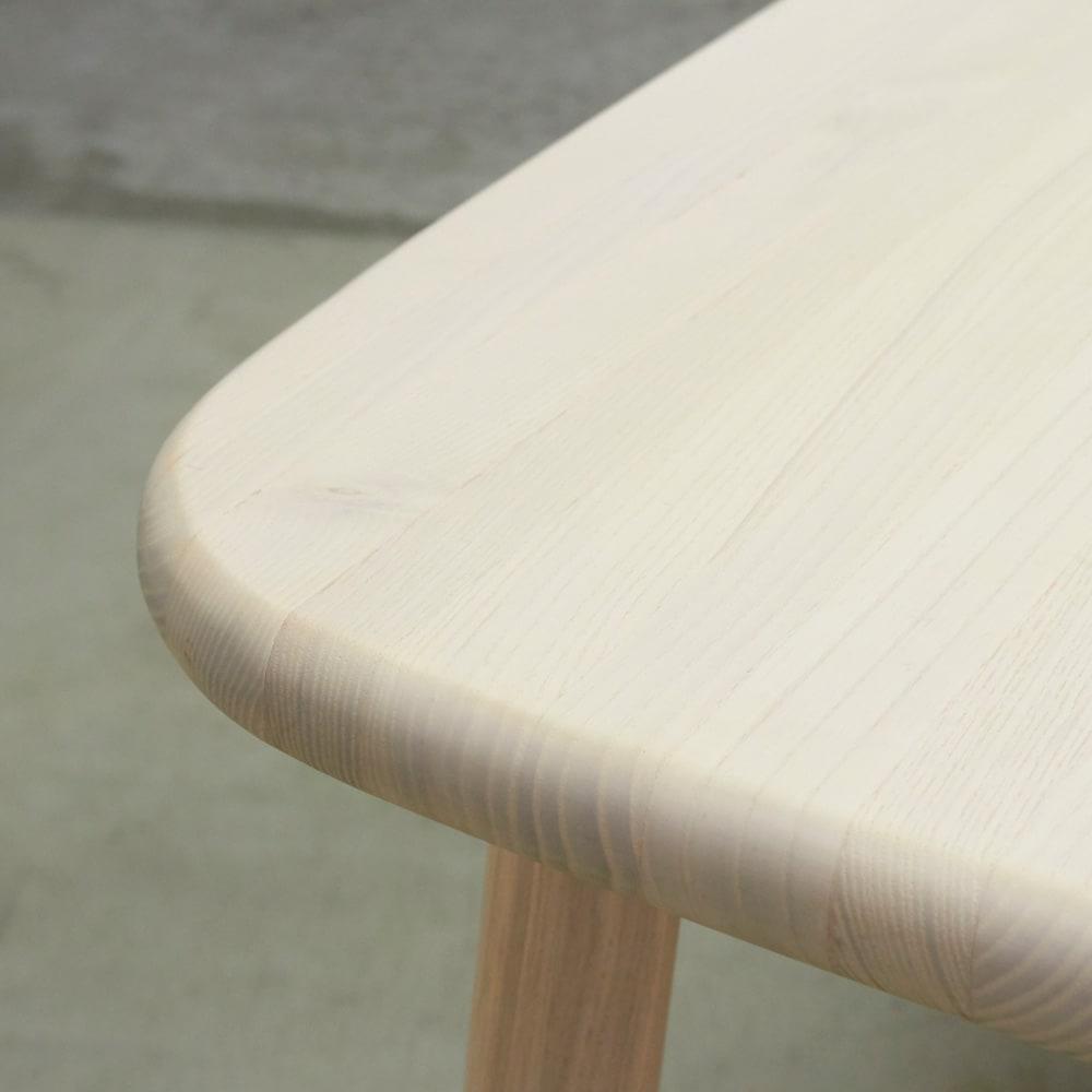 Ridge/リッジ ダイニングセット 天然木長方形テーブル5点セット テーブル幅160cm×75cm アッシュの優しい木目がナチュラルな空間に。控えめな淡い木目は主張が強すぎないため、食卓の器も映えます。