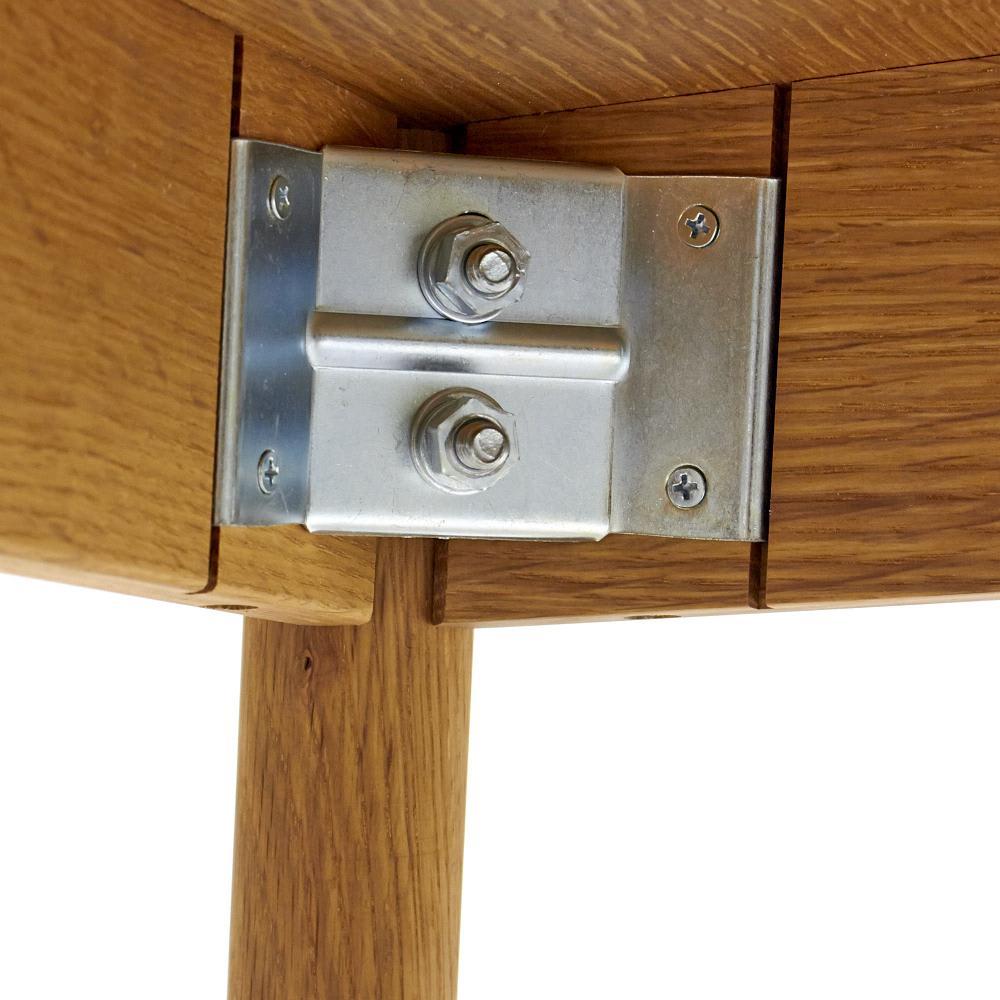 cobrina/コブリナ オーク天然木 ダイニングテーブル 幅89 奥行80cm 脚は天板下の内側で、金具でしっかりと固定。締め直しのメンテナンスも簡単。