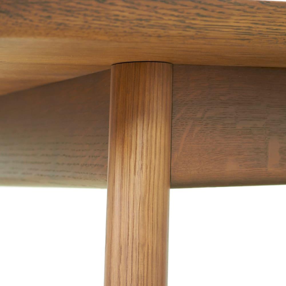 cobrina/コブリナ オーク天然木 ダイニングテーブル 幅89 奥行80cm 天板裏、脚との取付部分に、強度を増すため幕板をつけています。