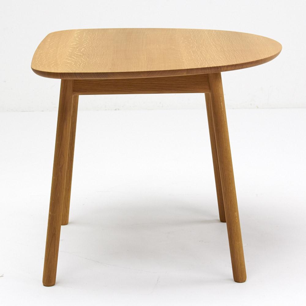 cobrina/コブリナ オーク天然木 ダイニングテーブル 幅89 奥行80cm この向きでも脚と脚の間の幅は、上:約40cm、下:68cmです。