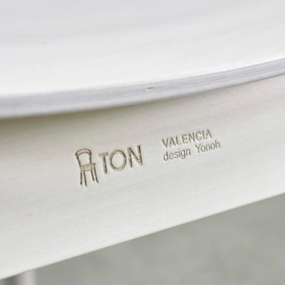 Valencia/バレンシア 曲げ木スタッキングダイニングチェア 2脚組 (イ)ホワイト TON社とデザイナー「Yonoh氏」の名前が刻印されたロゴ入り。