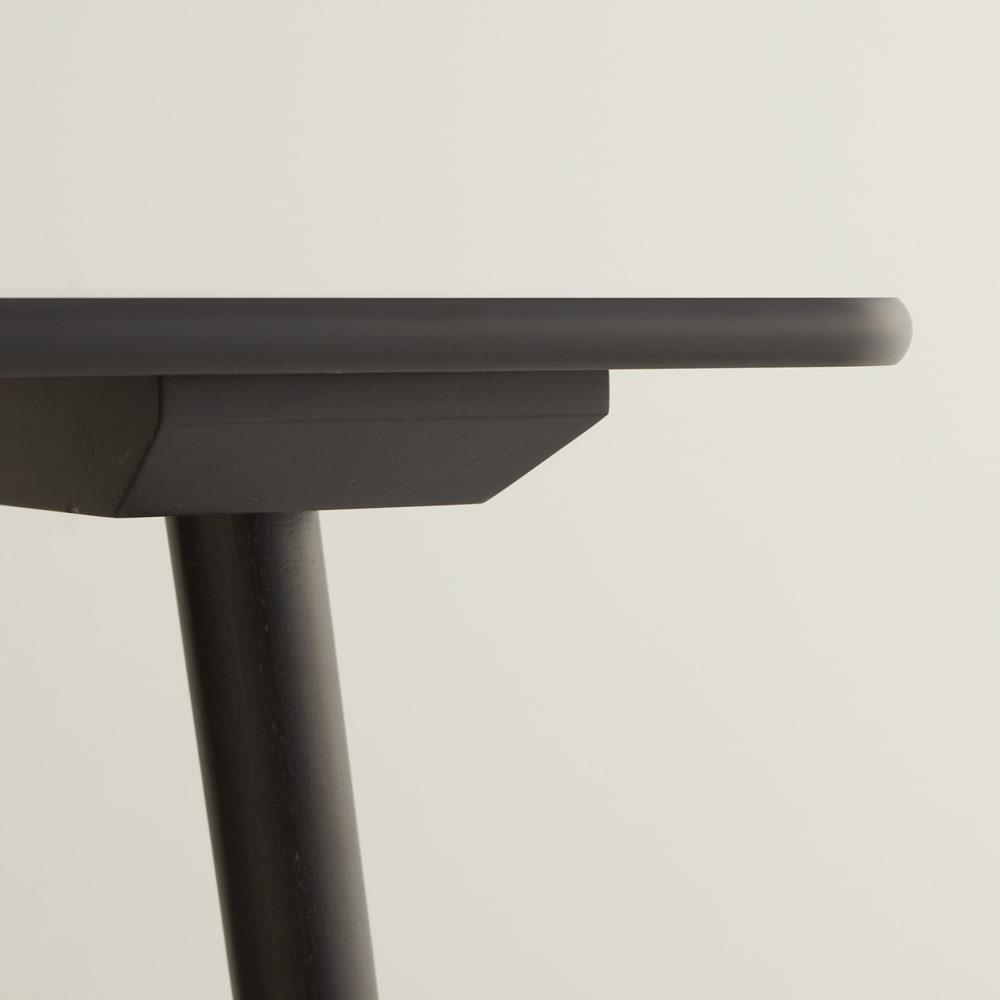 ウィンザーダイニングテーブル 正方形ダイニングテーブル幅80cm×80cm[チェコ・TON社] 天板の端は丸みのあるエッジ