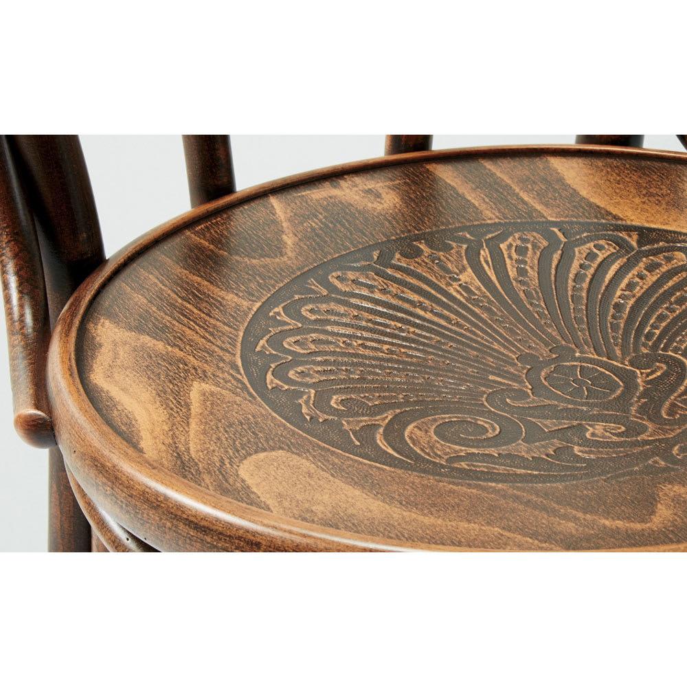 アンティーク風のNO.60スツール[チェコ TON社] [塗装(見本)]アンティークブラウン 長年使い込んだような風合いのアンティーク風ブラウン色塗装。