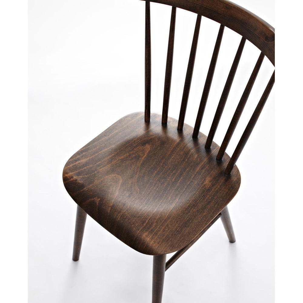 アンティーク風ウィンザーチェア[TON曲げ木ダイニングチェア] 座面は立体的な成型のプライウッドで、体に沿って優しくフィットします。