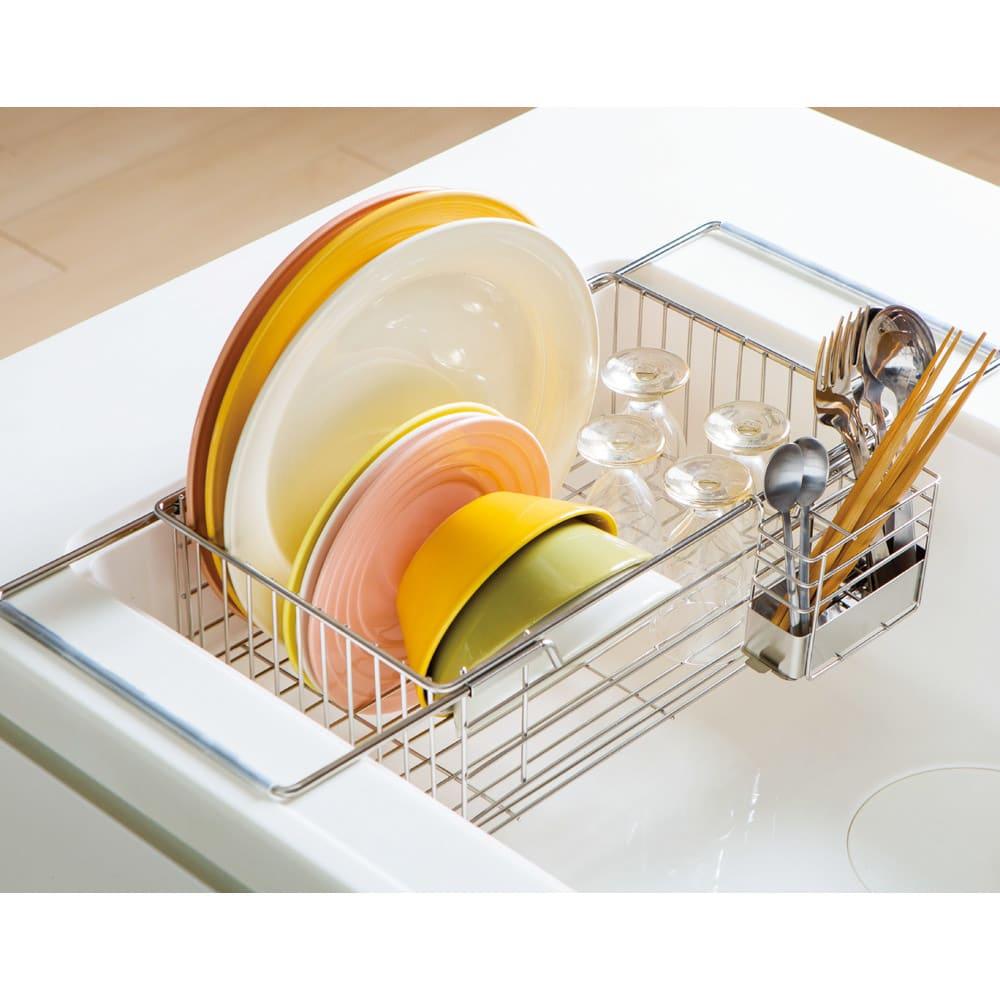 頑丈シンク深型スライド水切り 作業台を確保しながら、水切りスペースを作れます。
