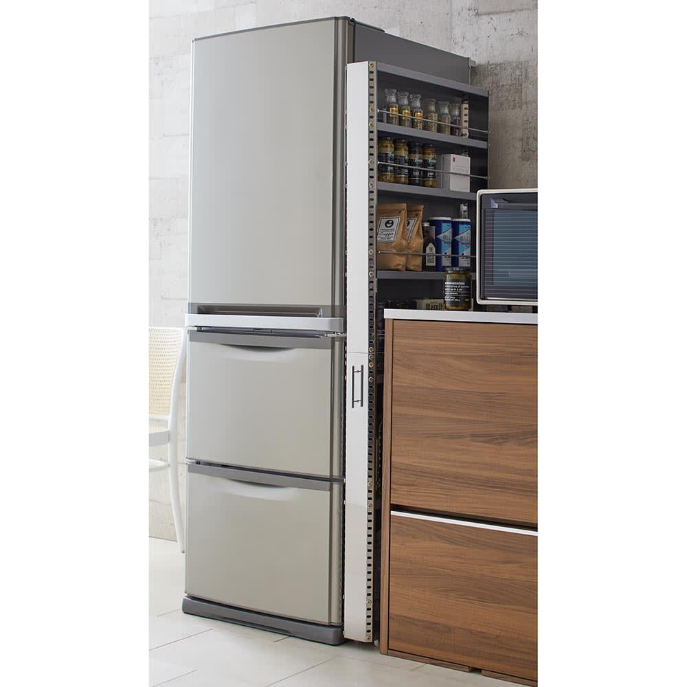 ステンレス製キッチンすき間収納ワゴン ハイタイプ(高さ159cm) 幅10cm奥行60.5cm 清潔感のあるステンレスの前板で、クリーンなキッチンを保ちお手入れも簡単。