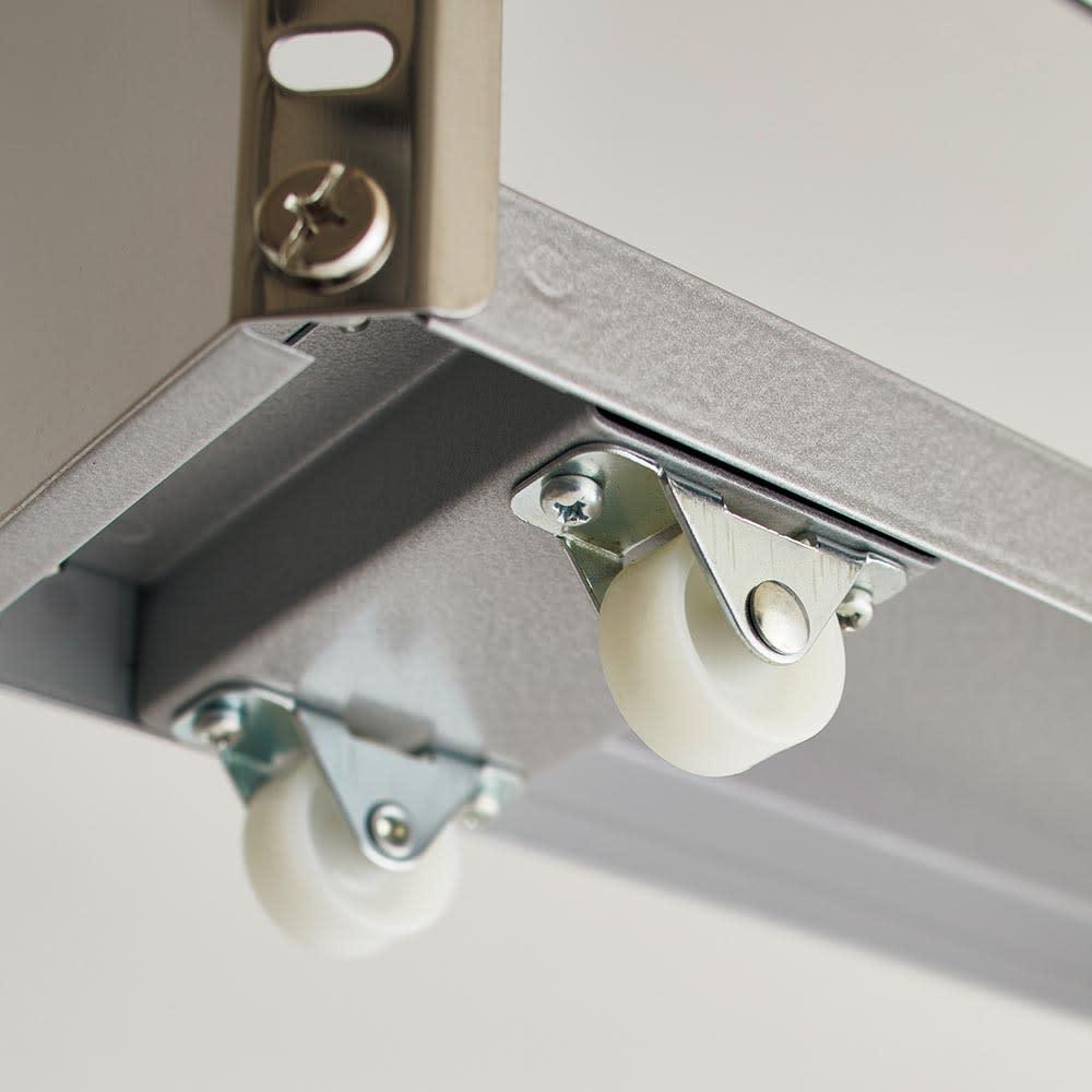ステンレス製キッチンすき間収納ワゴン ハイタイプ(高さ159cm) 幅20cm奥行60.5cm キャスターが6個も付いていて、軽い力でもスムーズに引き出せます。