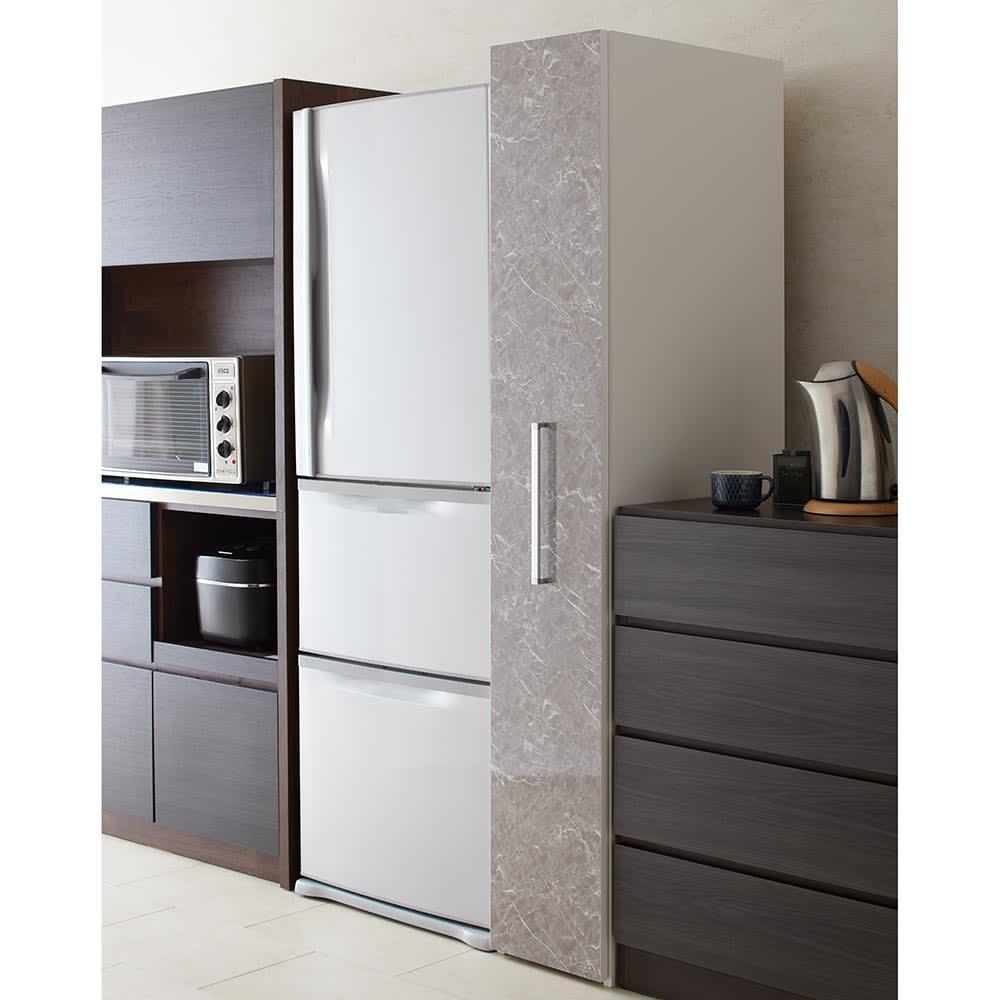 Helmila/ヘルミラ キッチンすき間収納庫(ボックス付き) 幅30cm奥行57cm高さ180cm すっきりとしたボックスタイプで収納物を隠し、来客時も安心なおしゃれなデザイン。