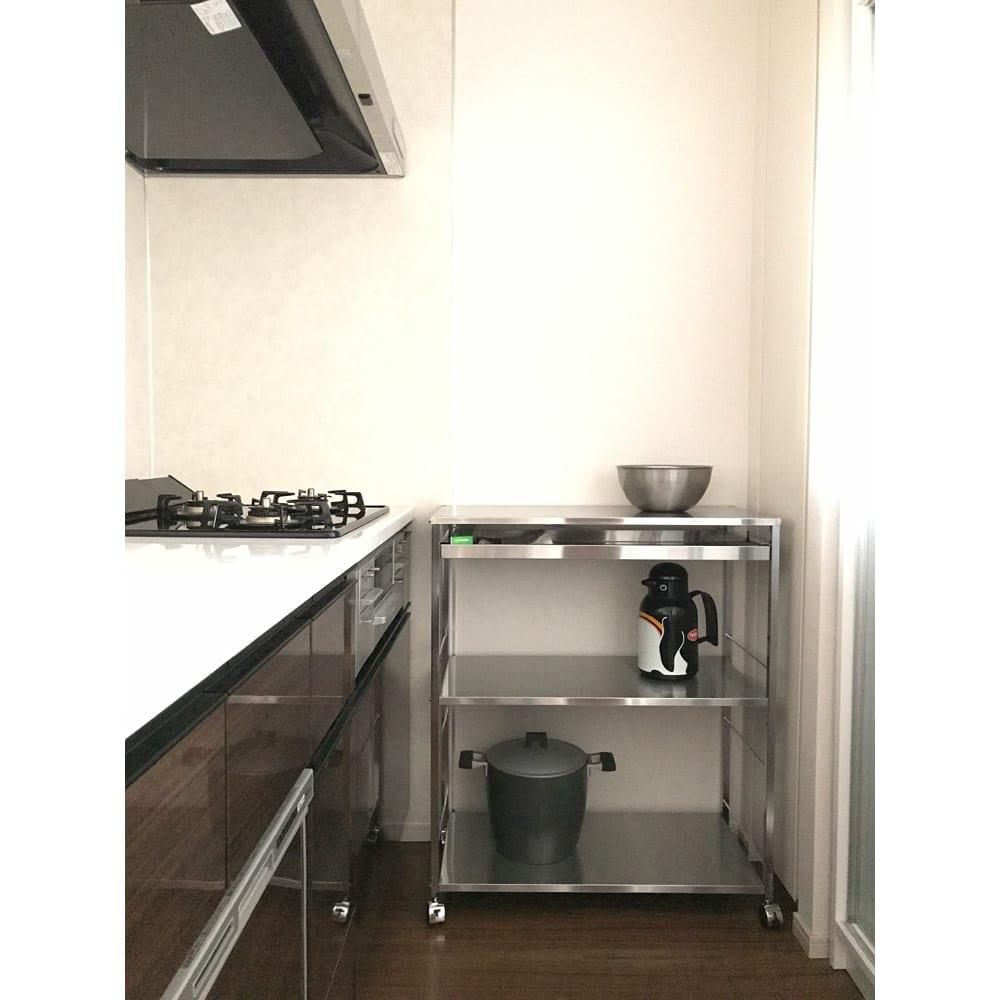 ステンレス作業台ワゴン 引き出し 幅73.5cm マンションのシステムキッチンのすき間に置くのにも便利。