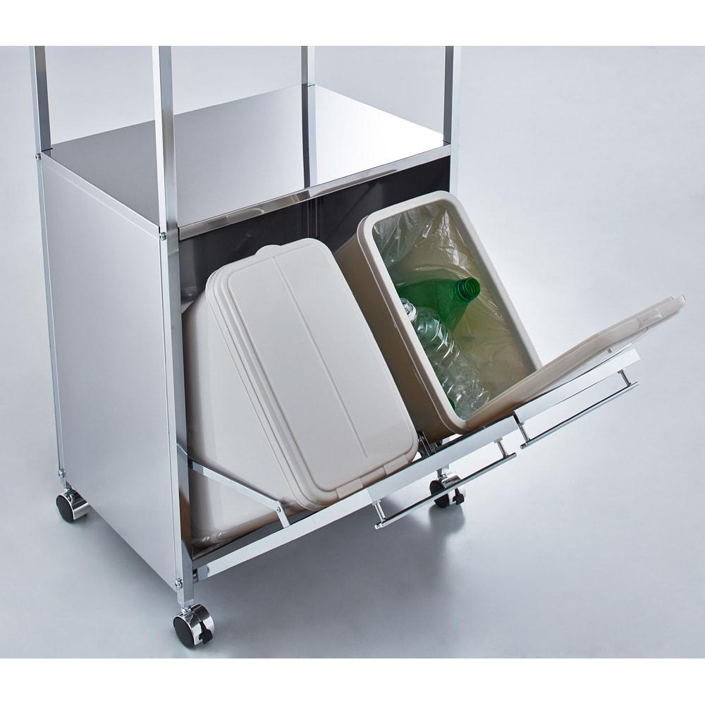 ステンレス作業台ワゴン ダスト2分別 幅50cm 14Lのペールが2分別には2個、3分別には3個付属し、フタ付きなのでイヤな臭いも軽減。ペールは取り外して洗うこともでき、清潔を保てます。