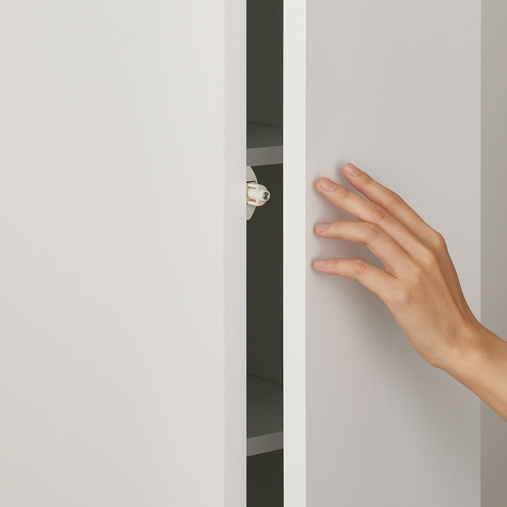 Anya/アーニャ キッチンすき間収納 ハイタイプ(引き出し3段) 幅25cm奥行45cm高さ178cm 上段扉は取っ手のないすっきりしたプッシュオープン式。