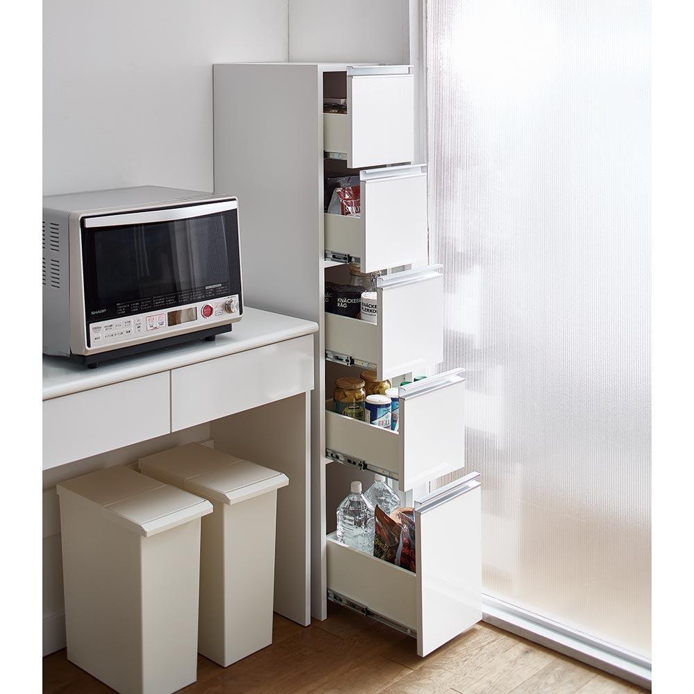 Ymir/ユミル キッチンタワーチェスト収納庫 幅30cm奥行55cm高さ156cm ストックしたいアイテムの種類や使用頻度に合わせて、上段から下段まで使い分けて収納すると便利。