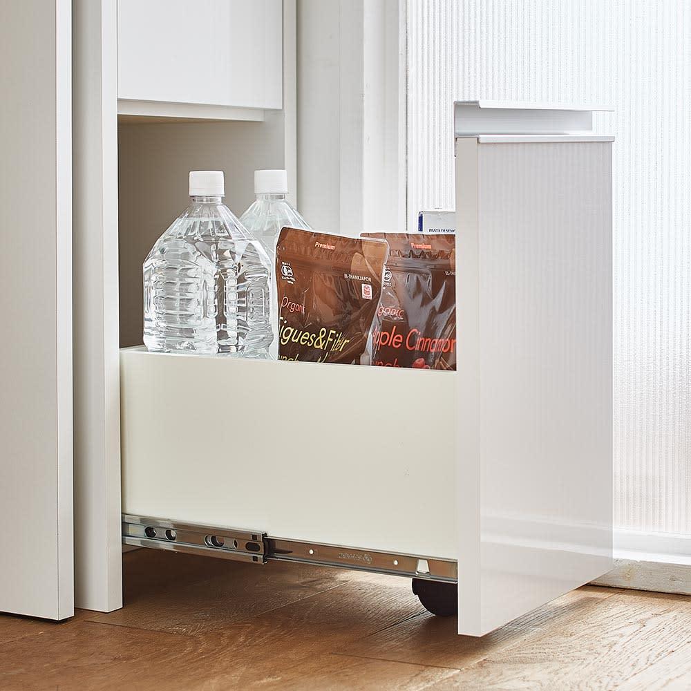 Ymir/ユミル キッチンタワーチェスト収納庫 幅30cm奥行55cm高さ156cm 引出最下段には転倒防止と滑らかな開閉をサポートするキャスターを見えない位置に設置しています。