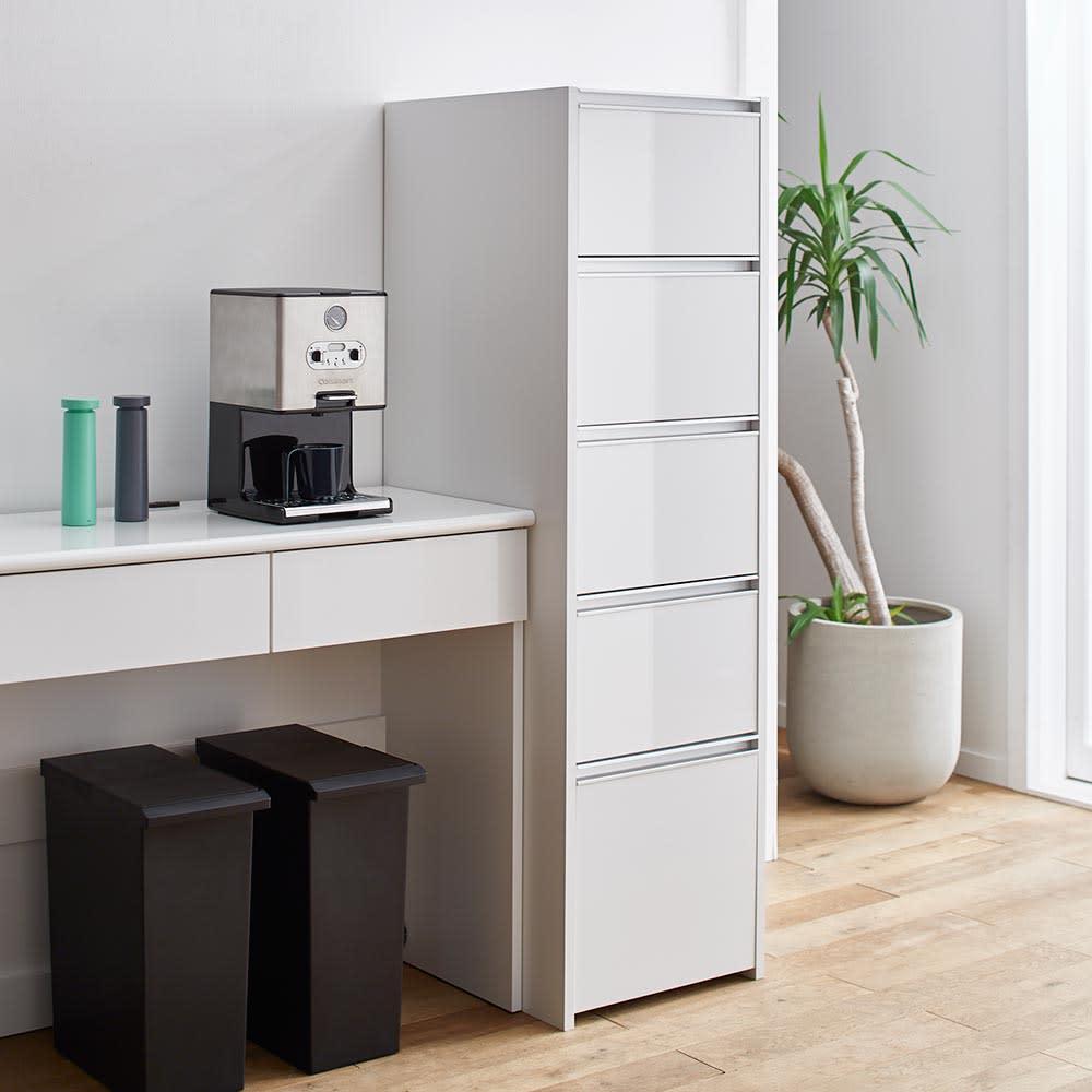 Ymir/ユミル キッチンタワーチェスト収納庫 幅45cm奥行55cm高さ156cm 分類収納がしやすい引き出し式のストッカーは入れ替わりが多く管理が大変な買い置き食品の収納に便利です。