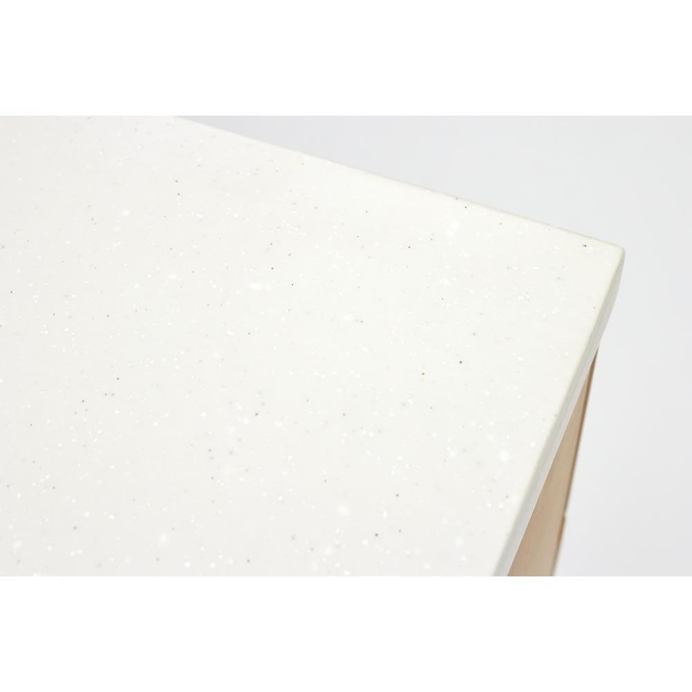 Pippi/ピッピ アルダー材コンパクトキッチン カウンター 幅80.5cm 人工大理石の天板が、機能的ながらナチュラルな雰囲気にぴったり調和して優しい印象に。