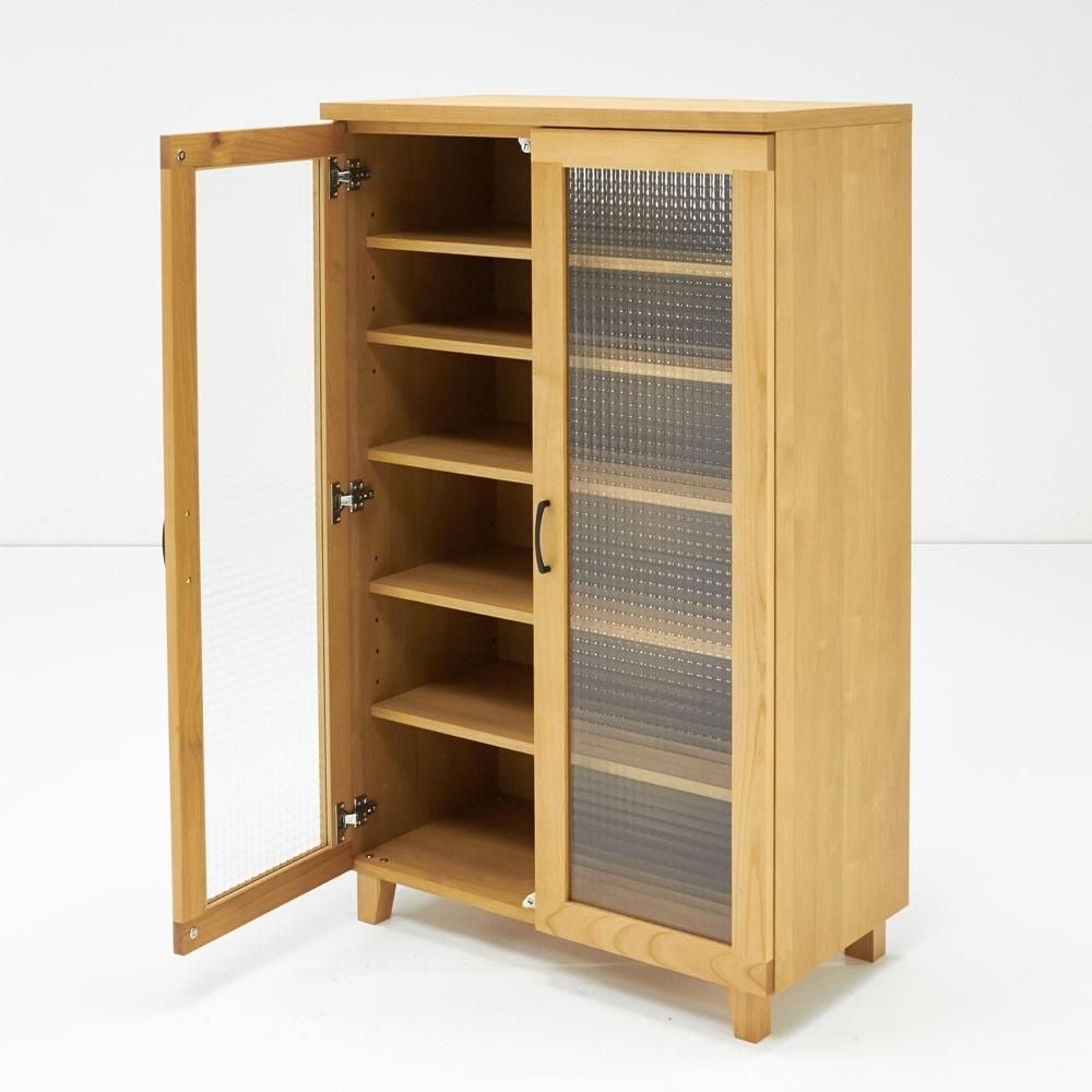 Pippi/ピッピ アルダー材コンパクトキッチン キャビネット 幅80.5cm 光を弾くクロスガラスは圧迫感がなく、さりげなく内部を隠すこだわりのデザイン。