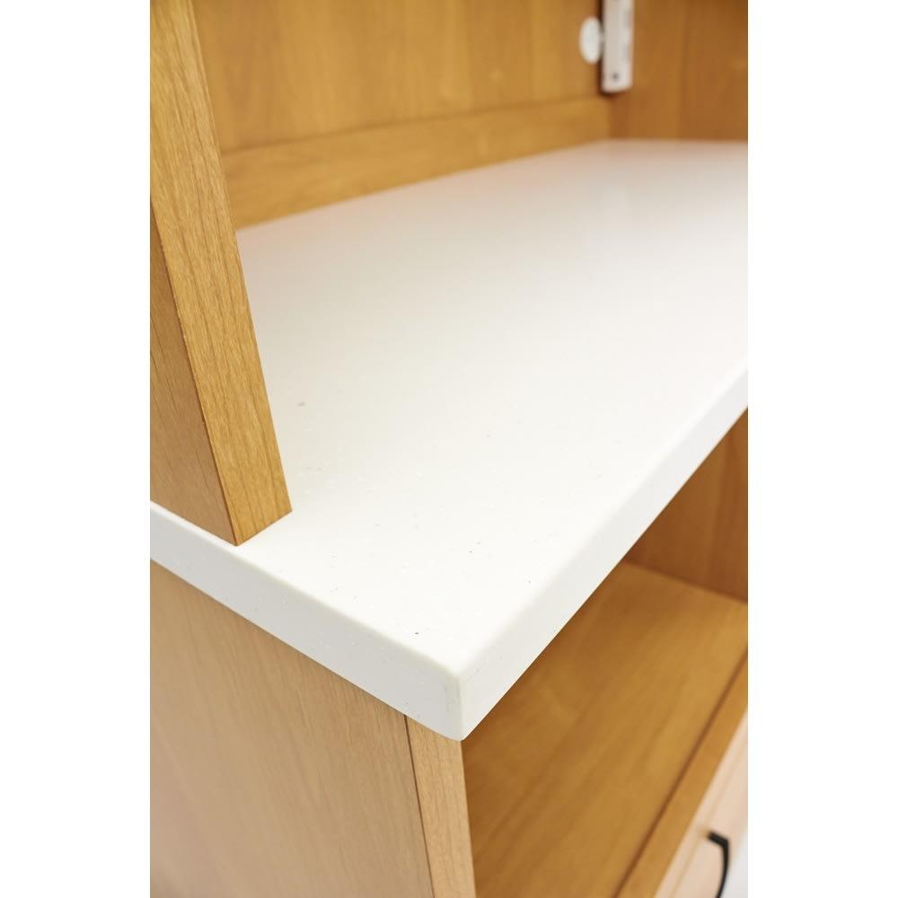 Pippi/ピッピ アルダー材コンパクトキッチン キッチンボード 幅100.5cm 人工大理石の天板が、機能的ながらナチュラルな雰囲気にぴったり調和して優しい印象に。