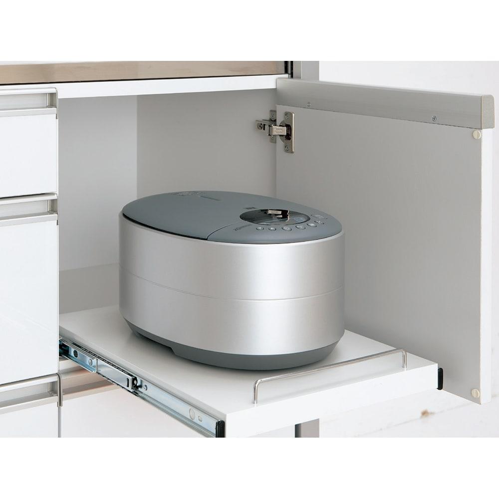 Maquina/マキナ ダイニングボード・キッチンボード 幅107cm 隠しスライドテーブル 炊飯器やポットの指定席に。使わないときは扉を閉めればすっきり隠せます。