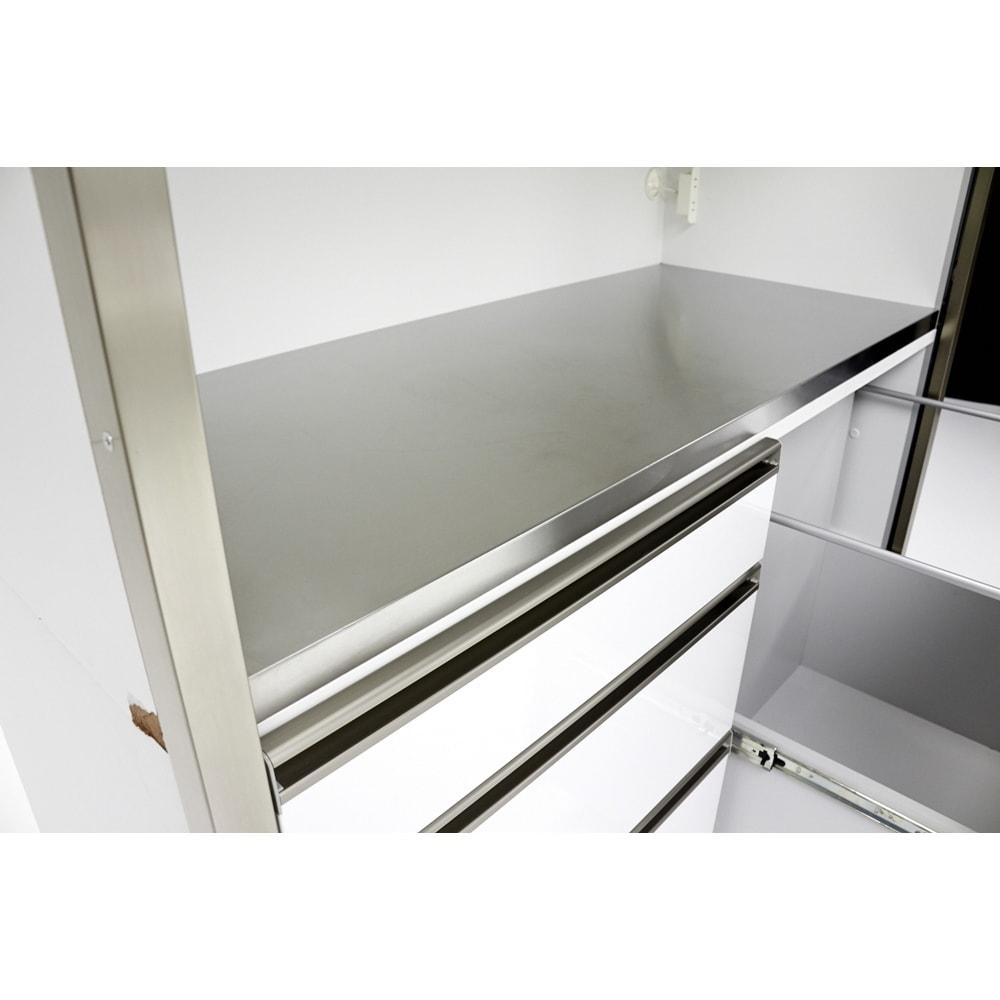 Maquina/マキナ ダストダイニングボード・キッチンボード 幅127cm 中天板はステンレスで熱汚れに強く、お手入れも簡単な点が魅力。
