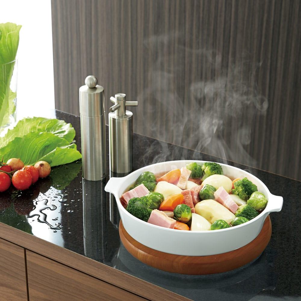 Granite/グラニト アイランド間仕切りキッチンカウンター幅140cm 家電収納付き 黒御影石調メラミン天板 熱に強いので調理中の鍋の一時置きも安心。汚れやキズにも強くお手入れが簡単です。
