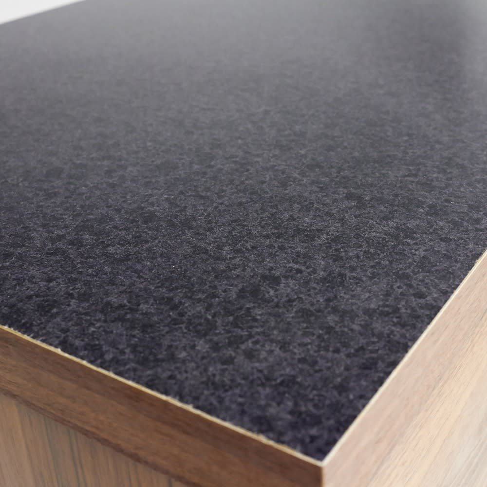 Granite/グラニト アイランド間仕切りキッチンカウンター幅140cm 引き出しタイプ 天板に使用した黒御影石をリアルに再現したメラミン材を採用。ツヤが美しく、熱汚れに強く、お手入れも簡単です。