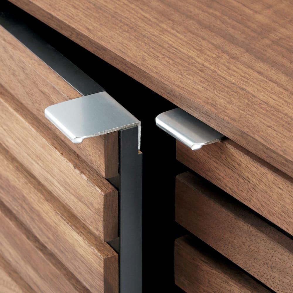 Gitter/ギッター 薄型収納 キャビネット 2枚扉 幅80.5cm高さ84.5cm クールなアルミ製の取っ手がさりげないアクセントに。