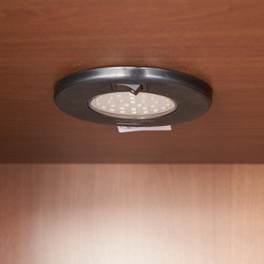 Sorrento/ソレント リビングキャビネット 幅76高さ95cm ガラス扉 LED照明付き コレクションが引き立つ、LEDダウンライト付き。
