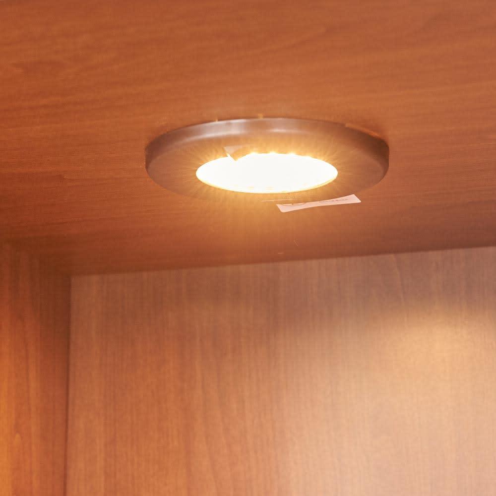 Sorrento/ソレント リビングキャビネット 幅76高さ95cm ガラス扉 LED照明付き LEDダウンライト点灯時。