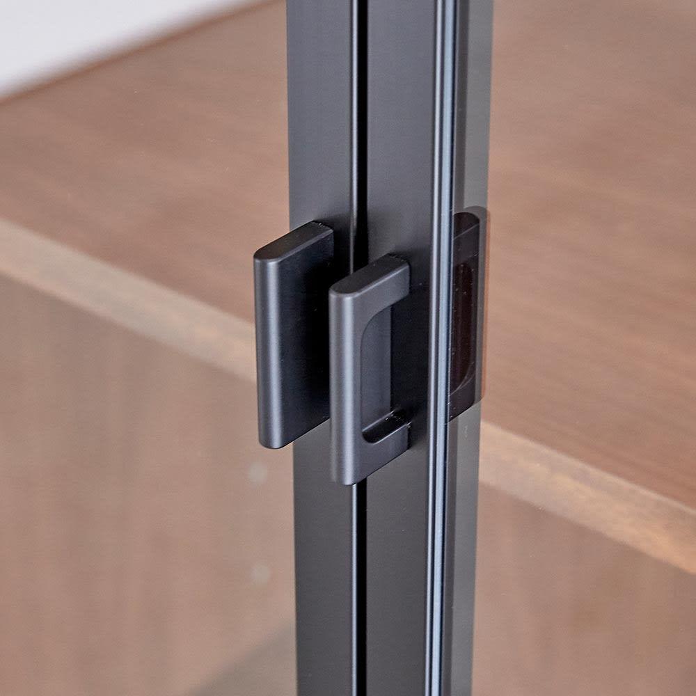 Sorrento/ソレント リビングキャビネット 幅76高さ183cm ガラス扉 LED照明付き 扉の取っ手部分
