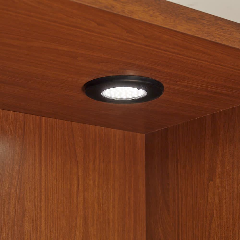 Sorrento/ソレント リビングキャビネット 幅76高さ183cm ガラス扉 LED照明付き 収蔵品を照らすLEDダウンライト。