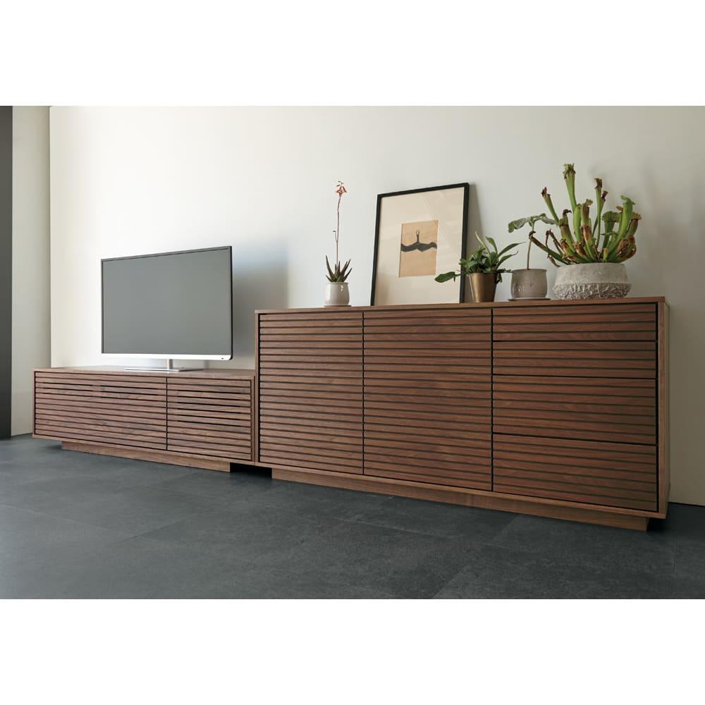 格子リビング収納 テレビボード 幅150.5cm [コーディネート例]ウォルナット材 ※お届けはテレビボード幅150.5cmタイプです。