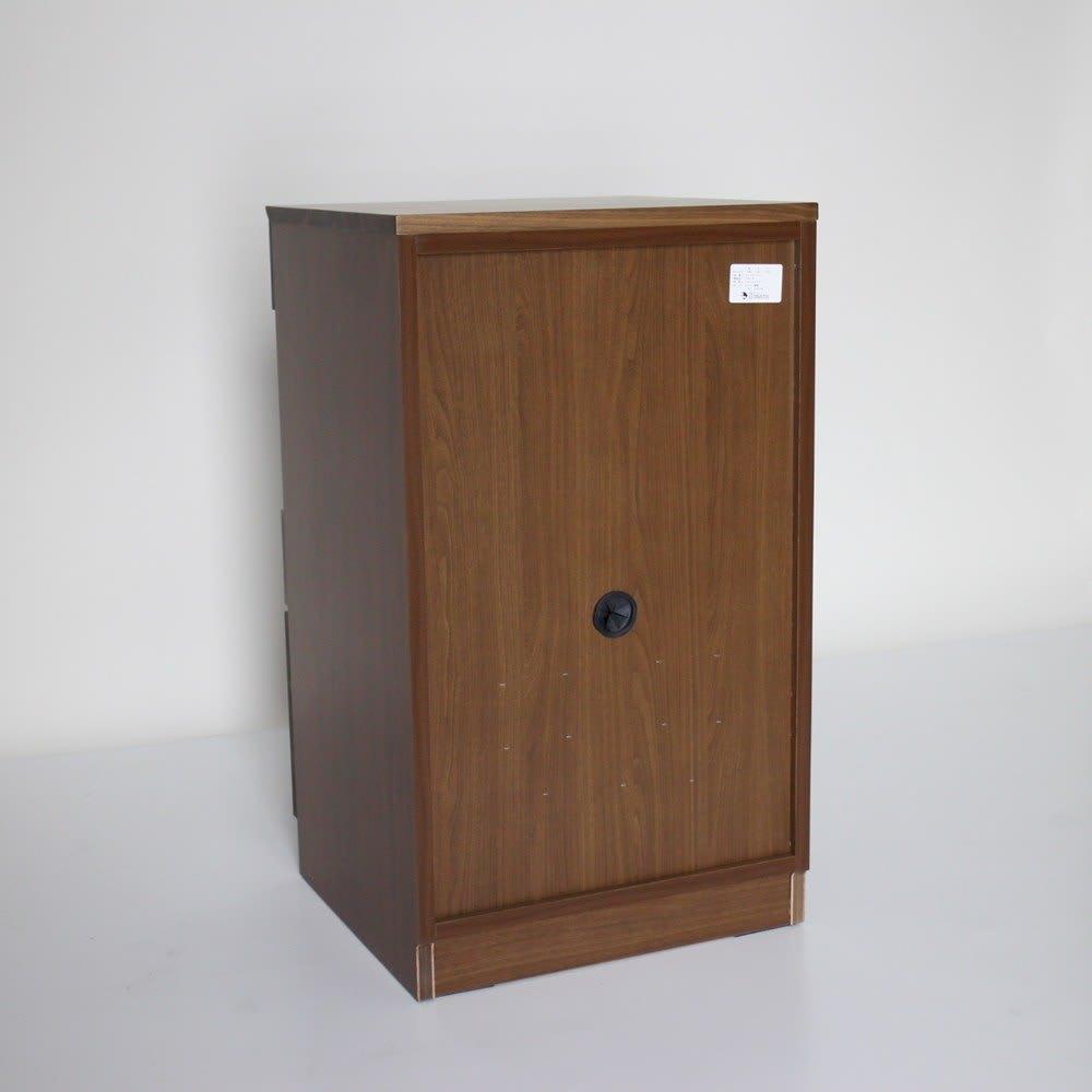 木目の風合いに包まれた隠しガラスグロッセウォルナットTV台シリーズ 扉キャビネット 幅50cm 背面も化粧仕上げ