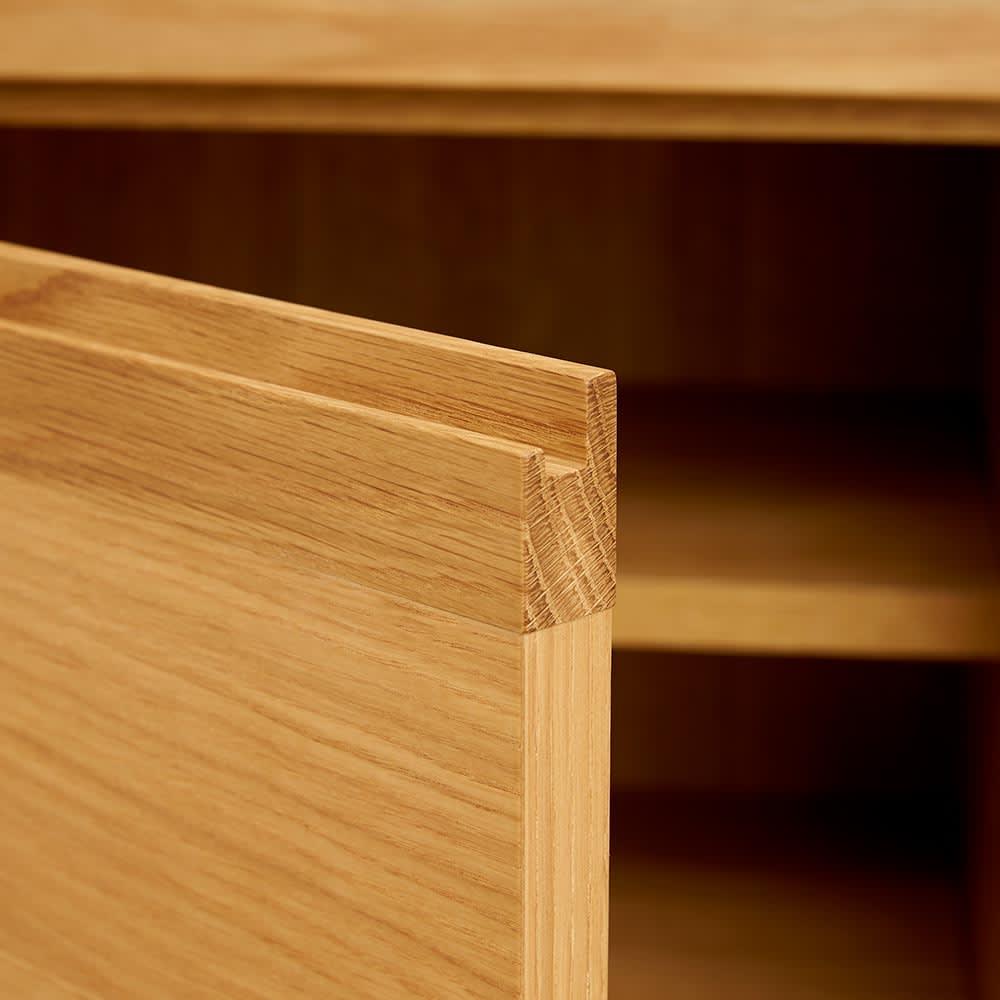 Cano/カノ リビングボード 幅85cmハイ オーク 板扉部は上部に手掛けの加工があります。