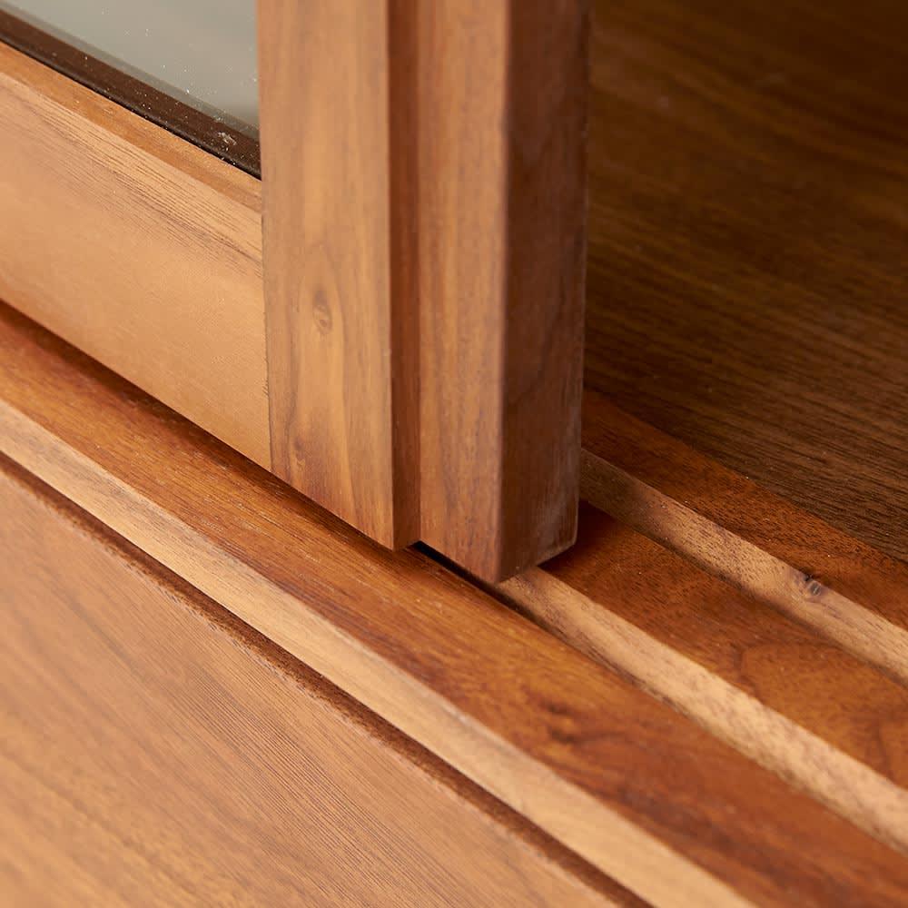 Cano/カノ リビングボード 幅115cmロー ウォルナット ガラス扉は引き戸式。