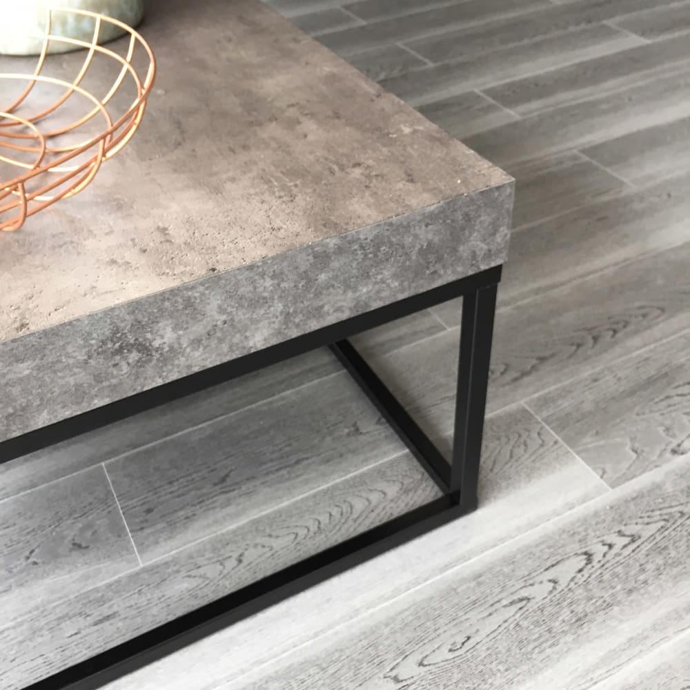 Petra(ペトラ) コンクリート調サイドテーブル コンクリート質感。※写真は同シリーズのコーヒーテーブルとなります。