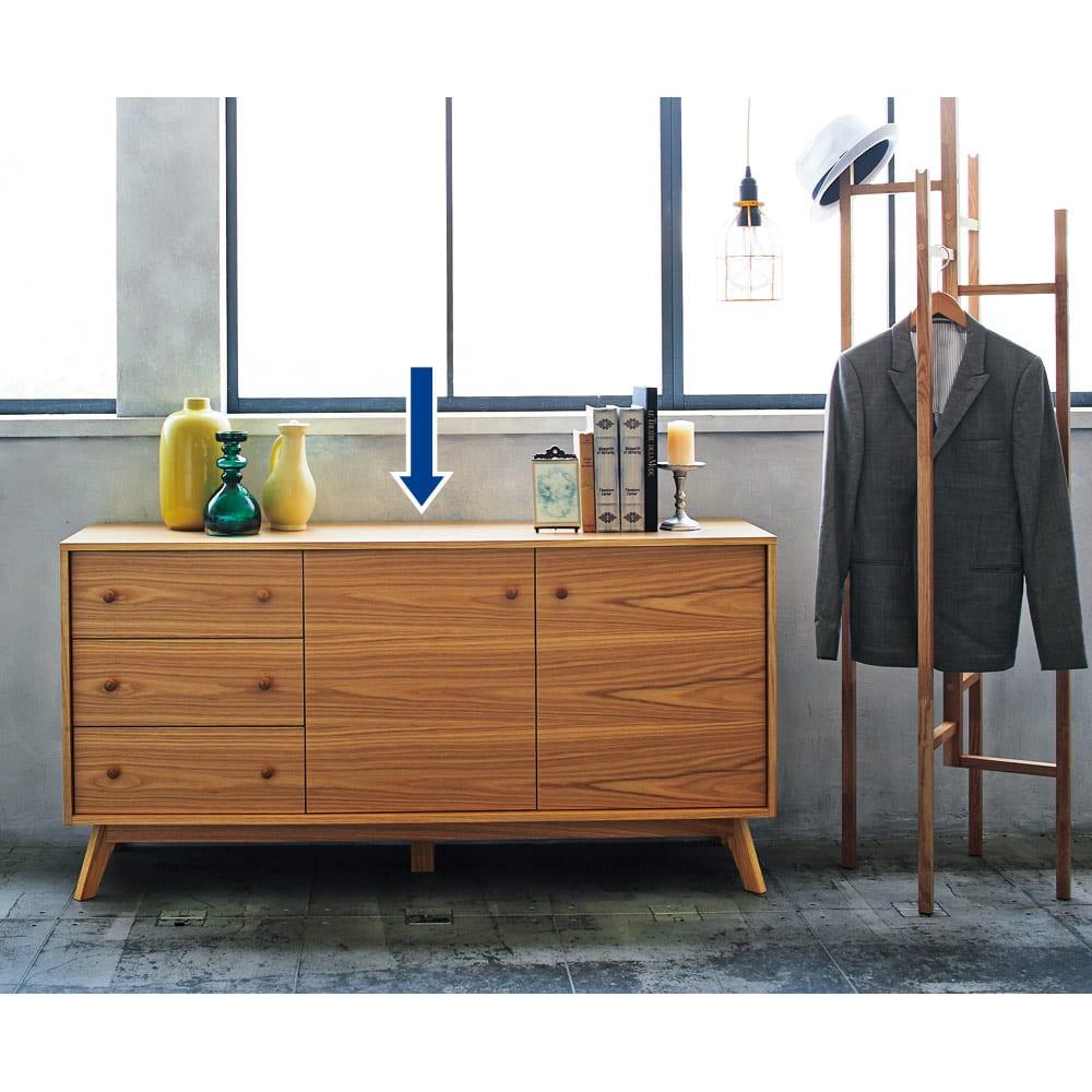 オーク天然木 リビングボード サイドボード [WOODMAN・ウッドマン] 凛としたヨーロピアンモダンの佇まい。豊かな木目を生かしたデザインは、デザイナーのコンセプトとメーカーの技術ががっちりマッチした賜物です。