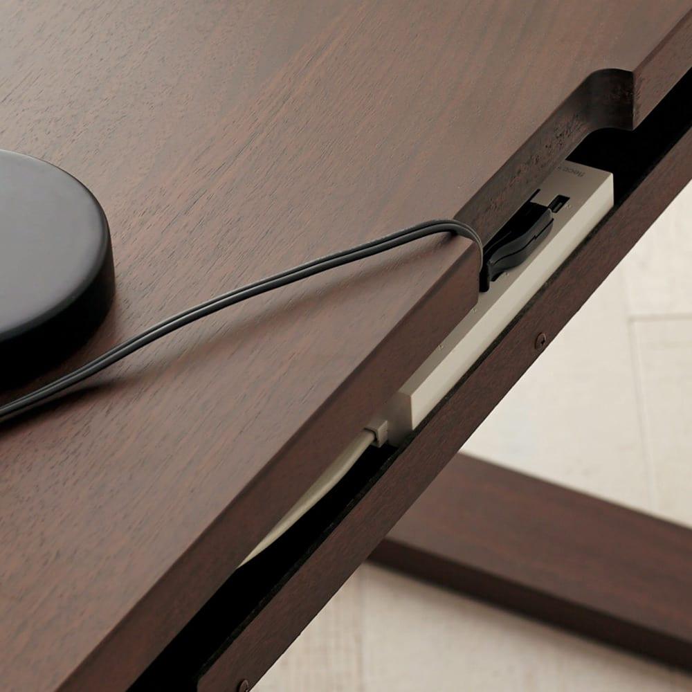 Gulf/ガルフ 格子デザインシリーズ デスク 幅120cm デスク上のコード類は、天板奥の欠きこみを通してすっきりと配線できます。