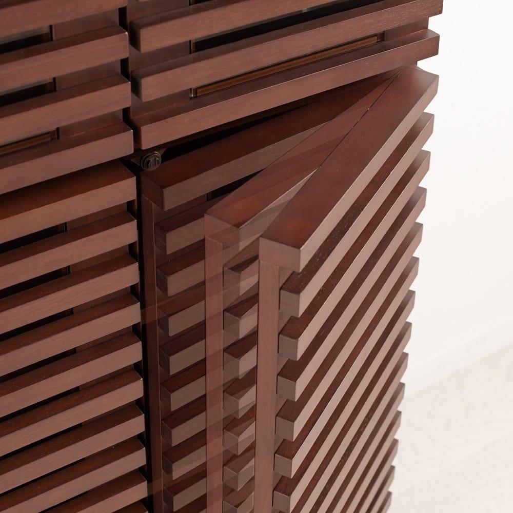 Gulf/ガルフ 格子デザインシリーズ ブックシェルフ 幅60cm 扉はゆっくりと静かに閉まるソフトクロージング仕様。