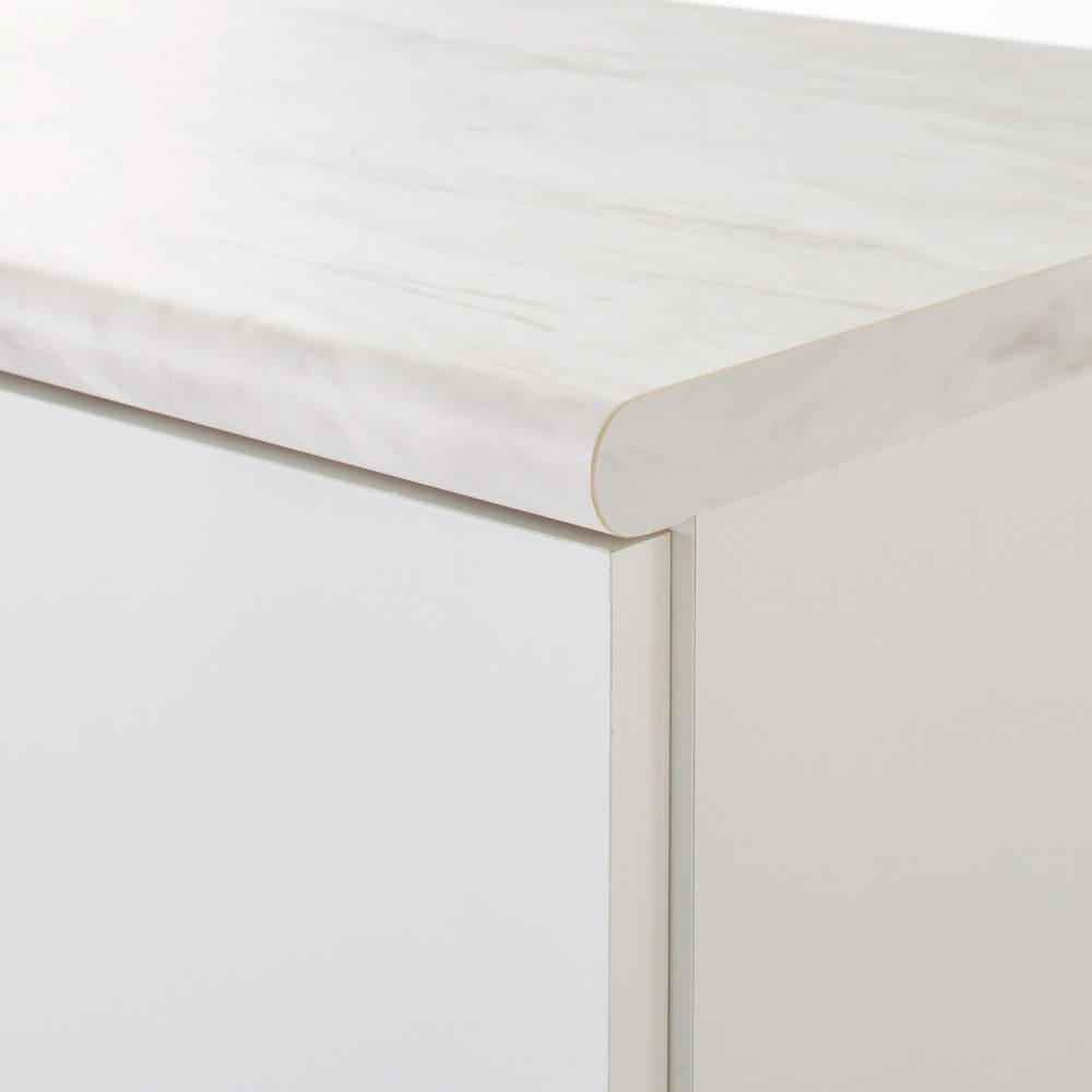 Canan/カナン 大理石調デスク 扉収納 幅78cm ポストフォーム加工で角を丸く仕上げています