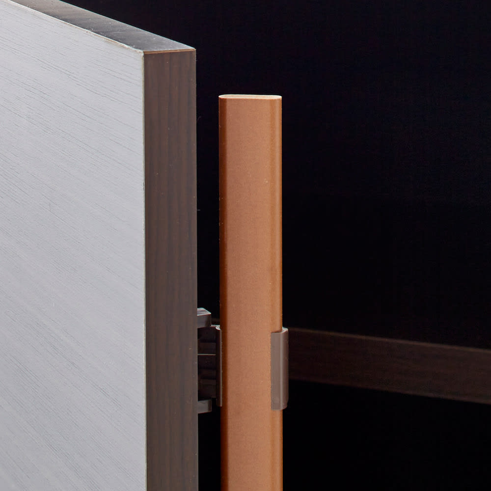 Canan/カナン 大理石調デスク 扉収納 幅121cm 扉にはほこり防止のためのオートヒンジを採用。
