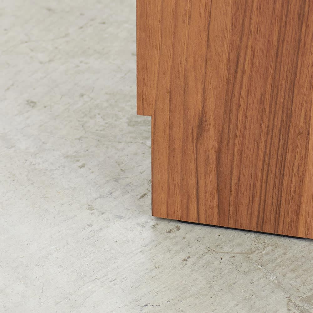 Granite/グラニト デスクシリーズ  デスク幅119cm 巾木カット付きで、壁にピッタリ付けられます。
