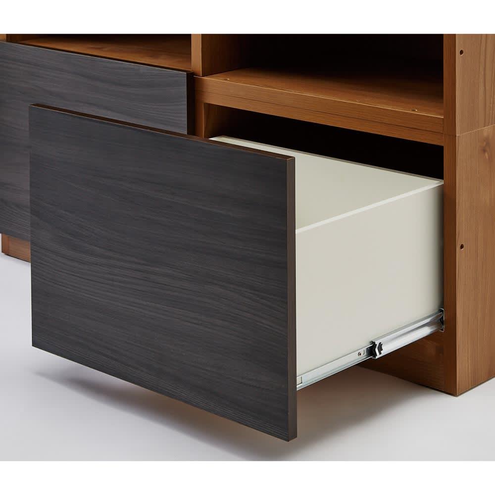 K'astani/カスターニ LEDライト付きバイカラーコレクション本棚 幅117.5cm 引き出しはフルスライドレール付きで出し入れスムーズ。フィギュアなどが入っていた箱の保管にも便利です。