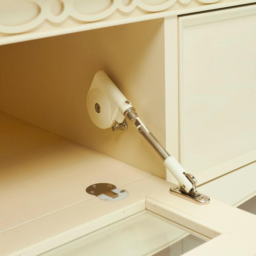 エレガントクラシックシリーズ テレビボード・テレビ台 幅150cm フラップ扉は、ゆっくりジェントルな動きで開閉するダンパー付き。