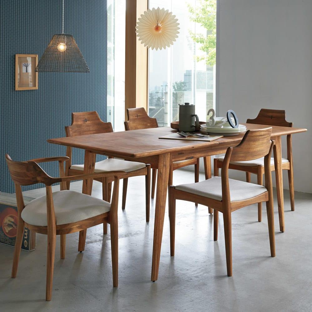 EDDA/エッダ 北欧スタイル 伸長式ダイニングテーブル 幅135~170cm [コーディネート例]伸長時